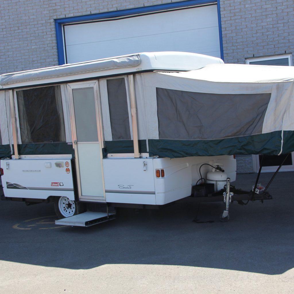 #28 - Tente-roulotte Coleman Santa   Centre Du Vr DG Inc.